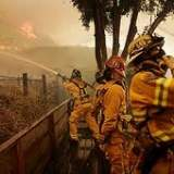 Firefighters in battle_1